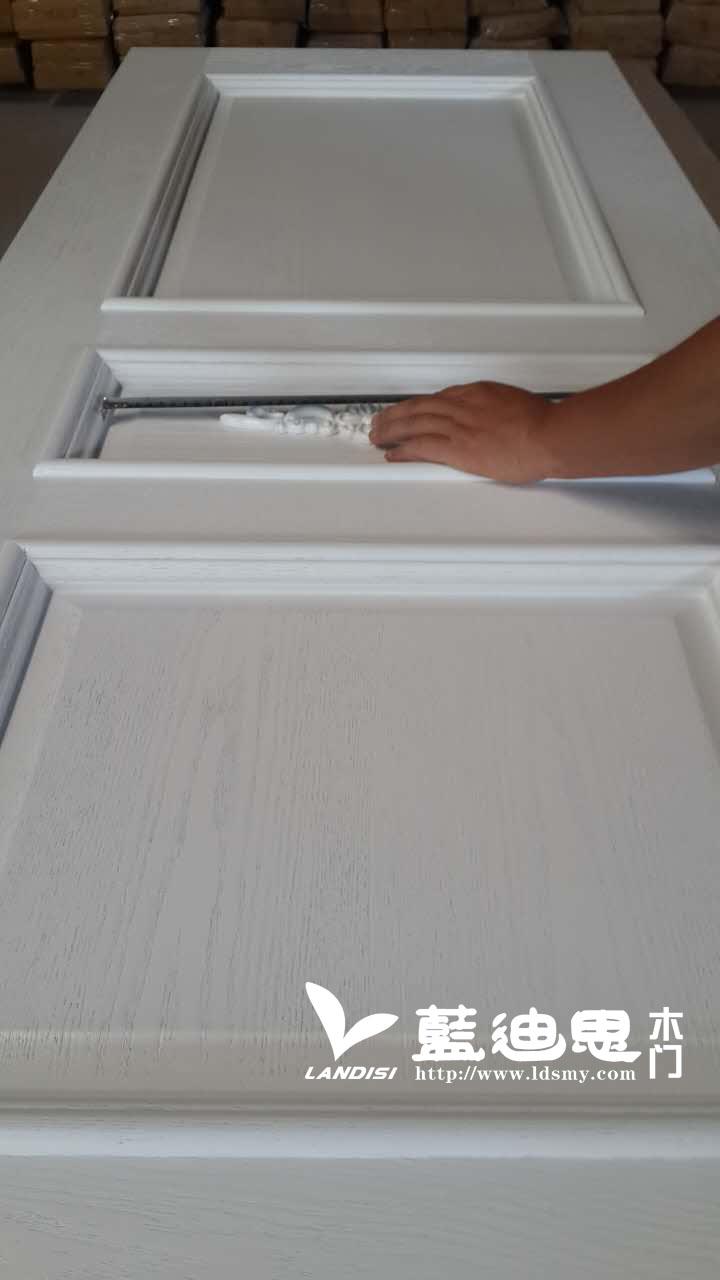 行业知识-罕见木皮拼接与实木拼花烤漆门细节曝光