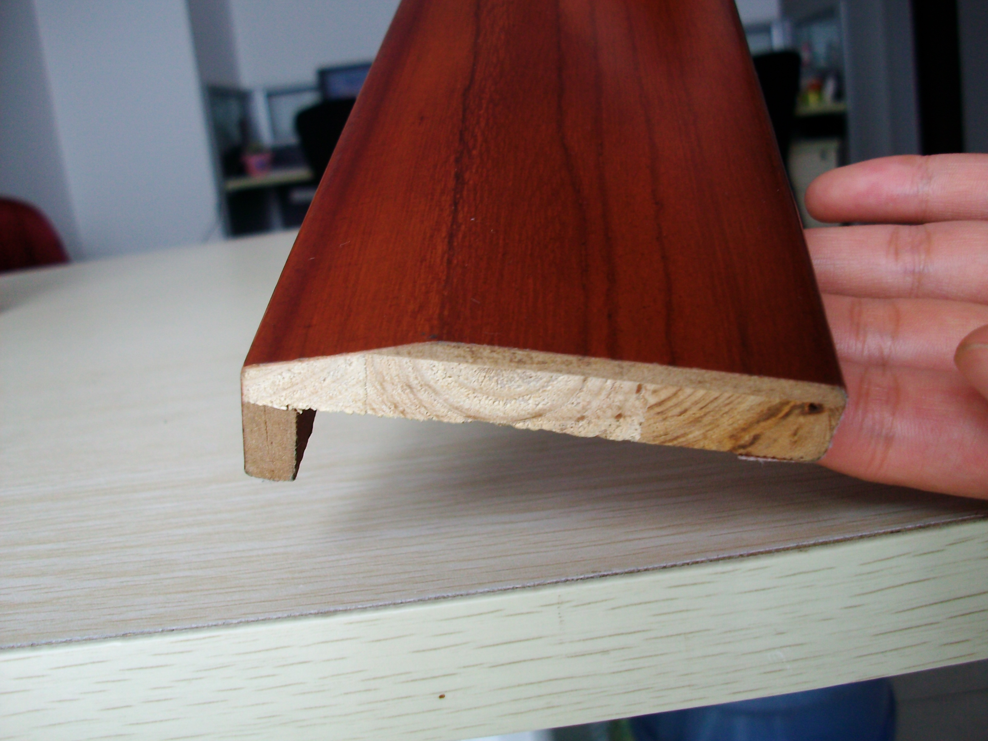 实木复合套版,多数 郑州烤漆门厂家采用的是高密度板